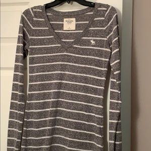 Gray heathered and white striped Abercrombie top